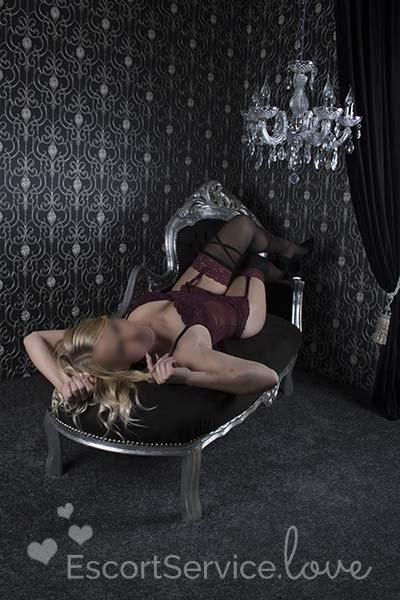 Sexy blonde escort dame Liv
